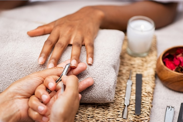 Manikyr med eller utan nagellack eller gellack