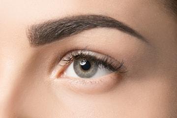 Kosmetisk tatuering av ögonbryn