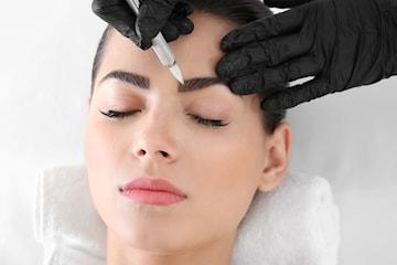 Kosmetisk tatuering för eyeliner eller ögonbryn med 3D