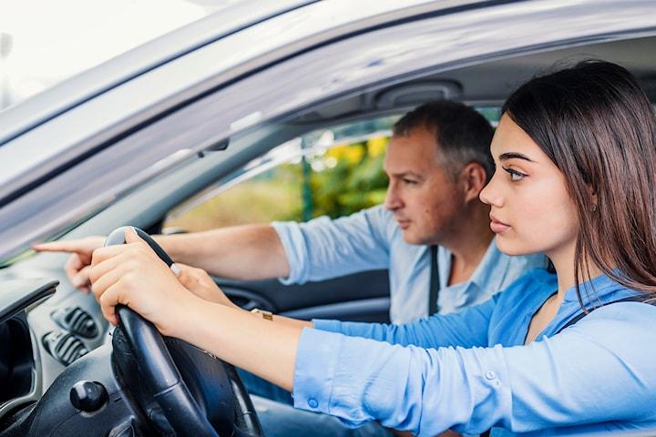 Trafikalt grunnkurs inkl. førstehjelpskurs hos Sikker Trafikkskole