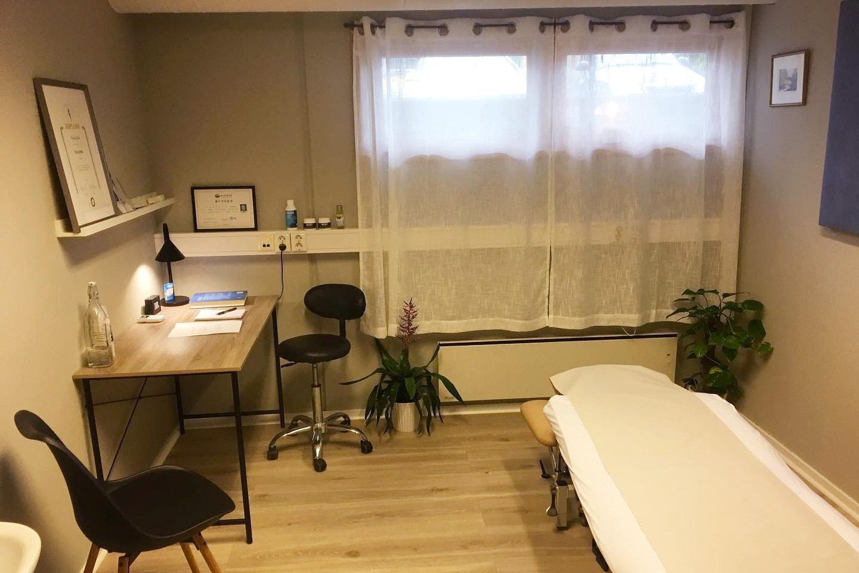 Få en herlig 45 minutters massasje, kopping og/eller akupunktur hos Østvang helse på Youngstorget eller Jessheim