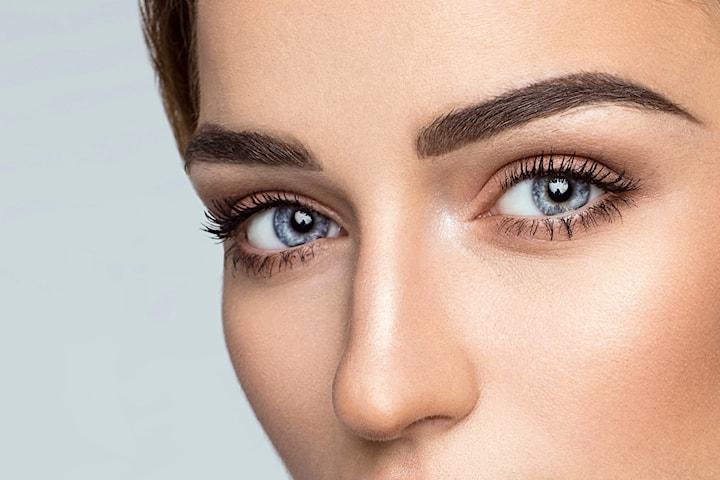 Fix av ögonbryn hos Haifa Hudvård och Damfrisör