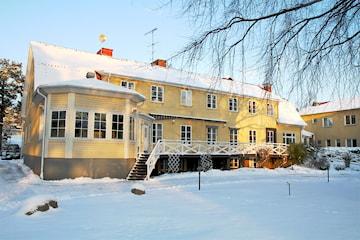 Julbord och boende för 2 på Nynäsgården
