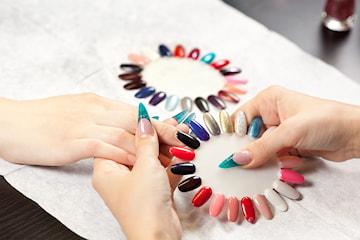 Nytt set naglar eller manikyr med gellack
