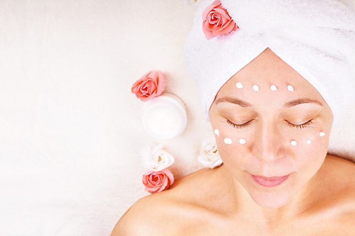 60 min lyxig ansiktsbehandling hos Skintro