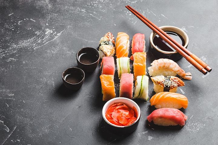 24 eller 50 bitar sushi hos Sushi Express