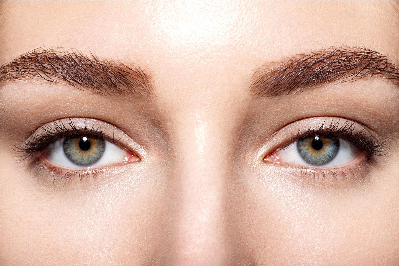 Frans- och ögonbrynsfärg inkl. plock/trådning (1 av 1)