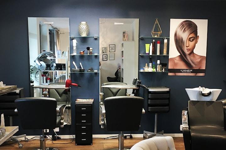 Toppning inkl. färg eller slingor hos R Beauty Care