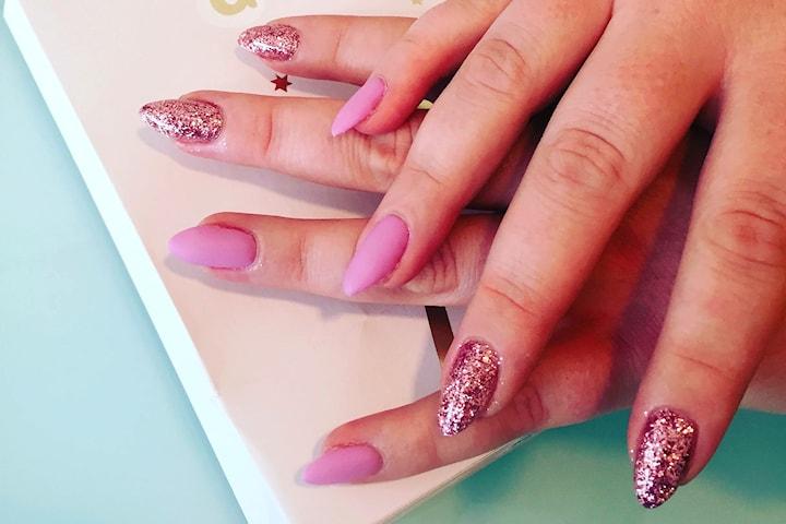 Sommarfina naglar inkl. handmassage
