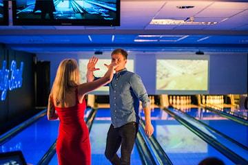 To serier bowling med eller uten burger eller milkshake hos Lucky Bowl Bergen
