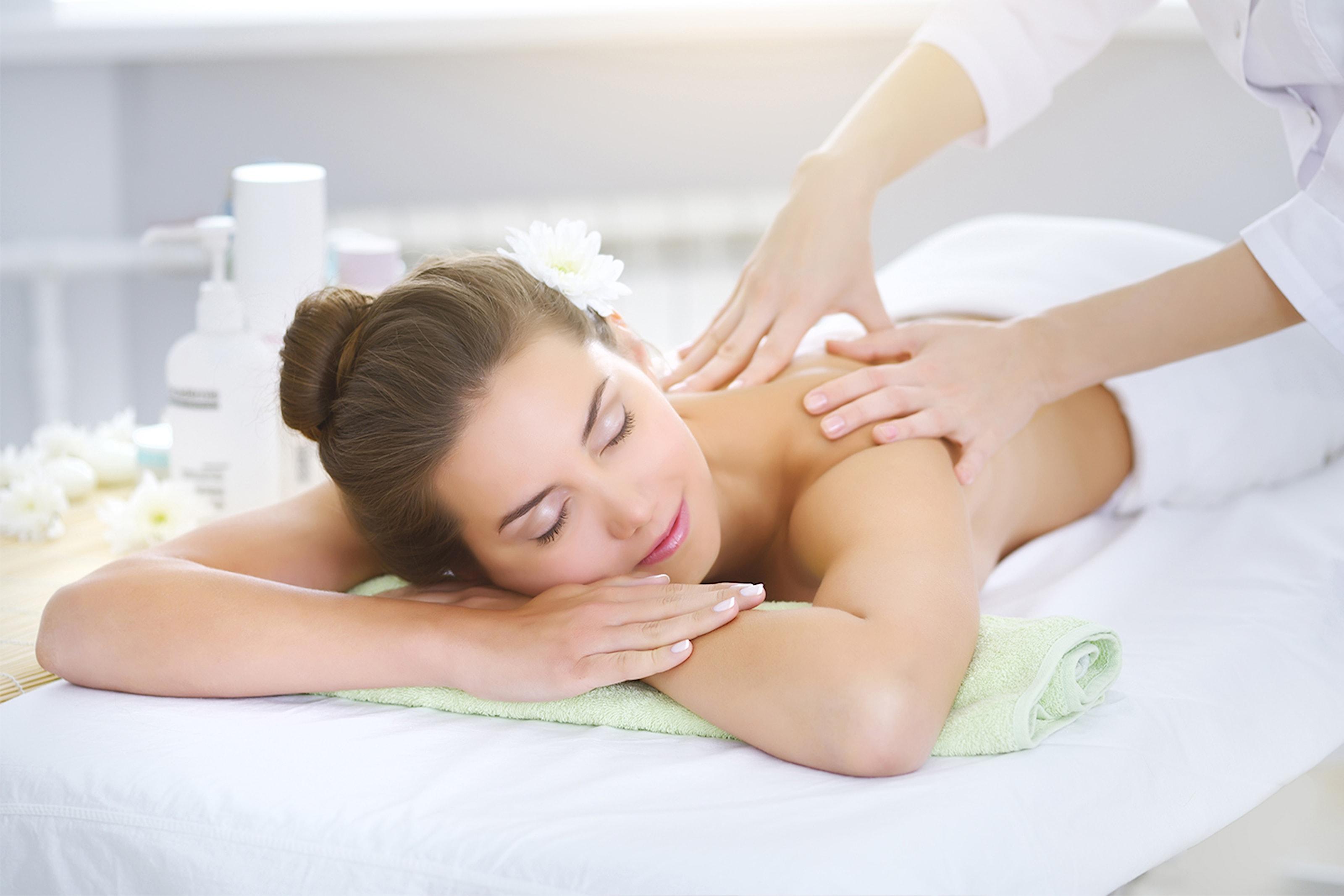 60 min massasje, akupunktur eller kopping