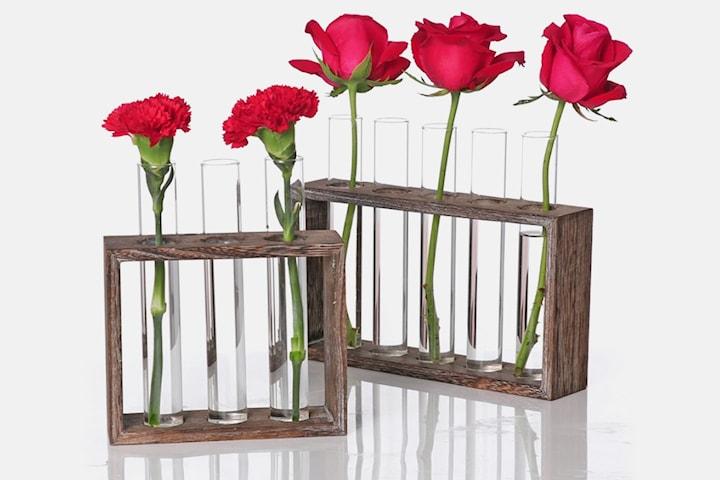 Vase av glassrør i treramme
