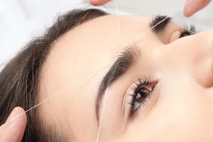 Trådning och formning av ögonbryn