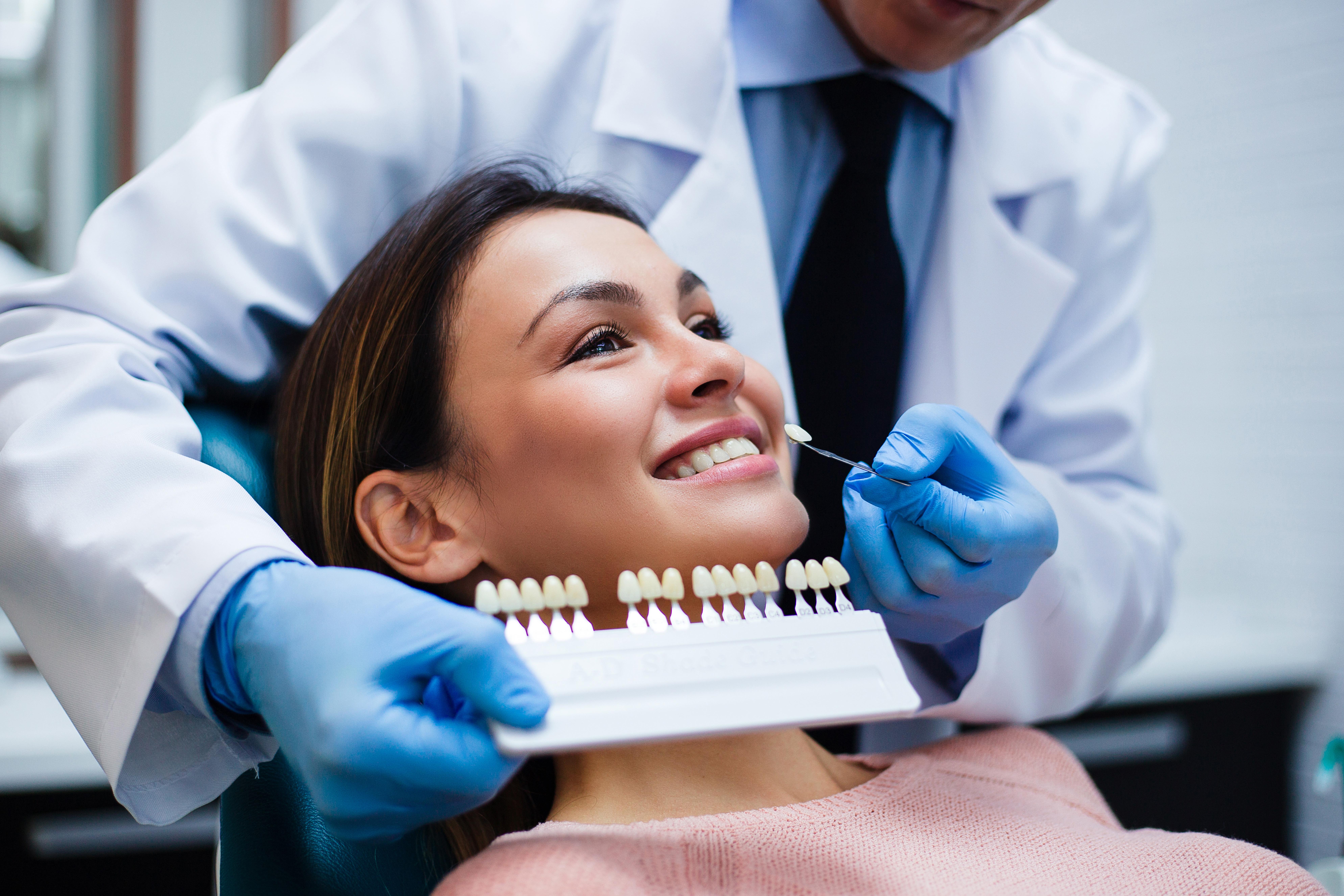 Få et perfekt smil til med tannbleking hos anerkjente Minde tannklinikk (1 av 2)