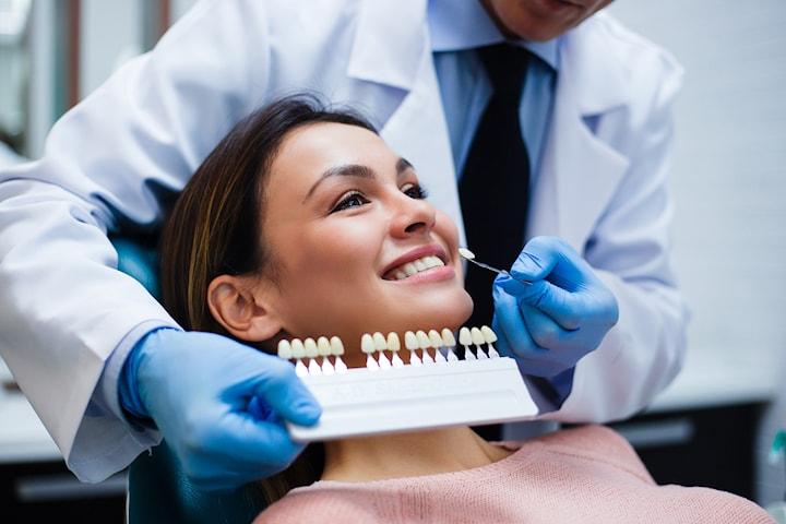 Få et perfekt smil til med tannbleking hos anerkjente Minde tannklinikk