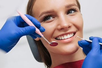 Utförlig tandläkarundersökning hos legitimerad tandläkare Frölunda Tandvård