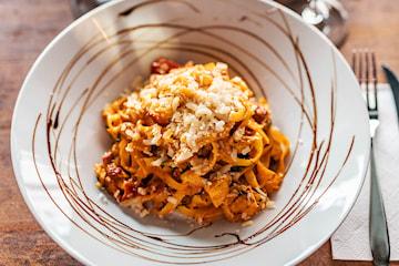 Pasta inkl. vin/cava/öl på Daily's Bistro