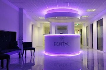 Fullständig tandläkarundersökning och polering hos DENTALI