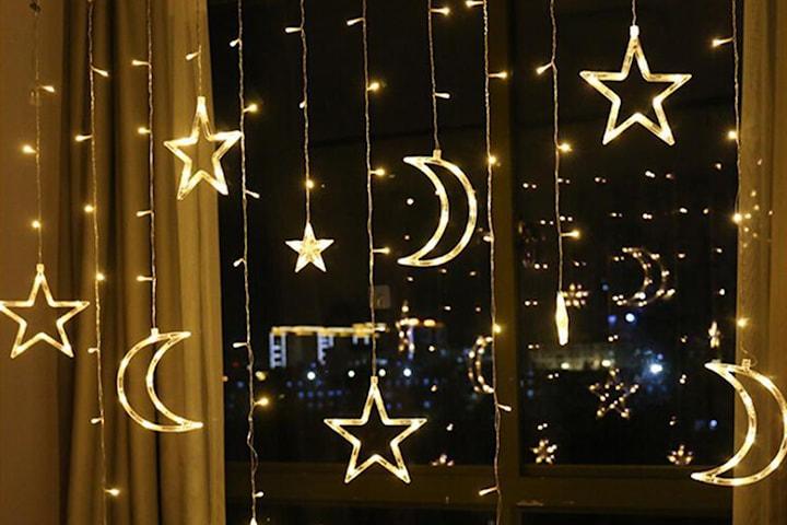 Lyslenke med måner og stjerner
