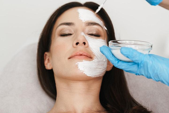 Få én eller to ansiktsbehandlinger med kjente Marina Miracle Products hos AM Esthetic Clinic