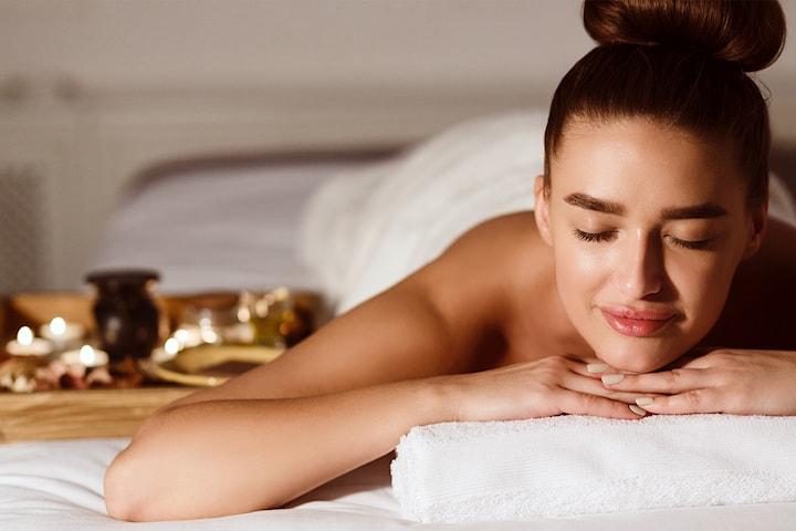 60 minutter fotmassasje eller hodemassasje hos Riya Hair & Spa