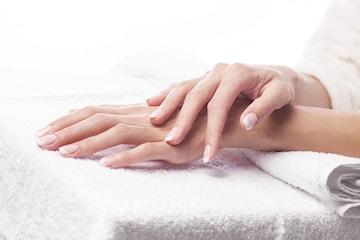 Nagelförlängning med gelé eller akryl