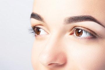 Färgning av fransar och ögonbryn