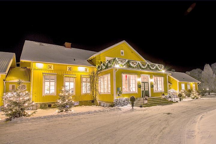 Lyxigt julbord för 2 personer på Toftaholm Herrgård