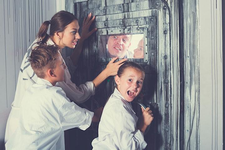 Gallery of Illusion Escape Room, Bend your mind - Solve the crime! Kun 308,- per person