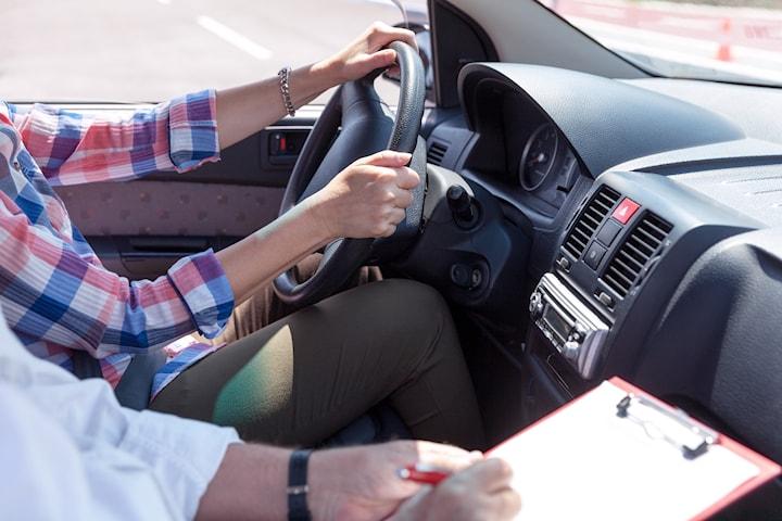 2 körlektioner inkl. uppkörningspaket hos HPs Trafikskola