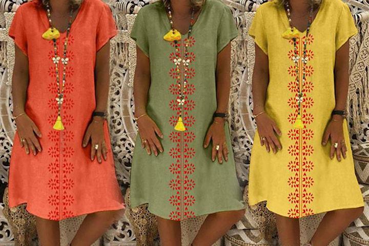V-hals kjole i vevd stoff