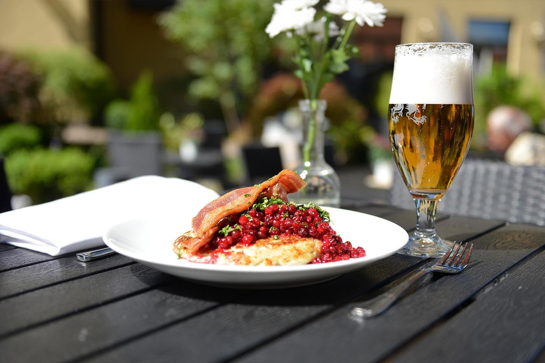 Söndagsmiddag och övernattning för 2 på Svea hotell i Österlen