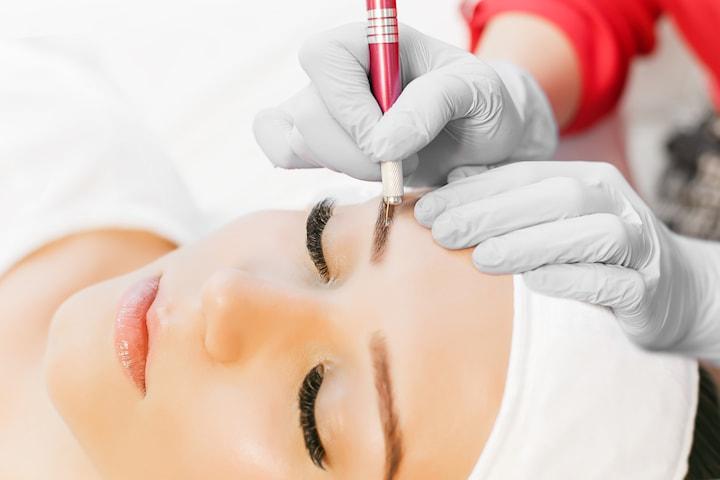 Kosmetisk ögonbrynstatuering med 3D