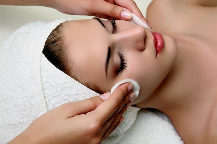 Velg mellom 30 eller 60 minutters ansiktsbehandling m/ massasje  hos Beauty Therapy Medi og Spa Klinikk på Bislett