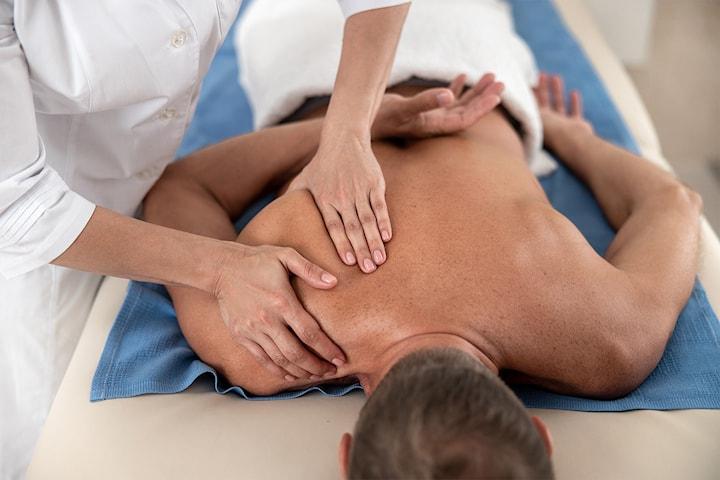 Herlig 45 minutters massasje, kopping og/eller akupunktur hos Østvang helse