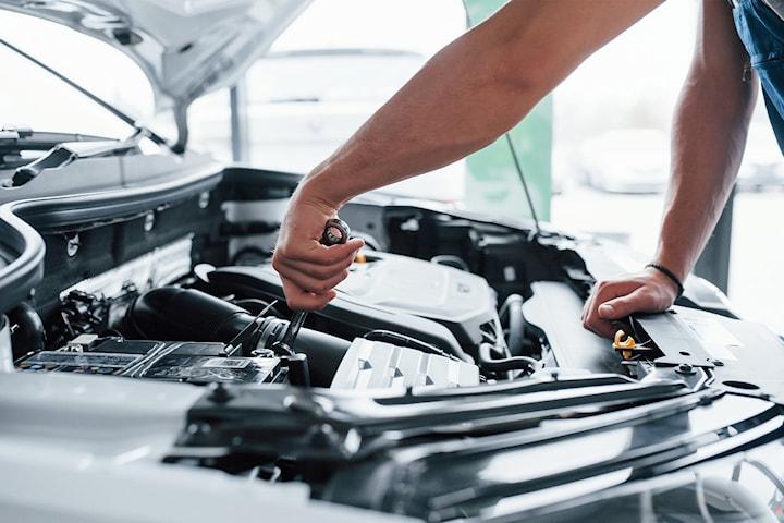 Bytte av registerreim og viftereim hos Økonomi Bilservice. Unngå motorhaveri og øk verdien på bilen