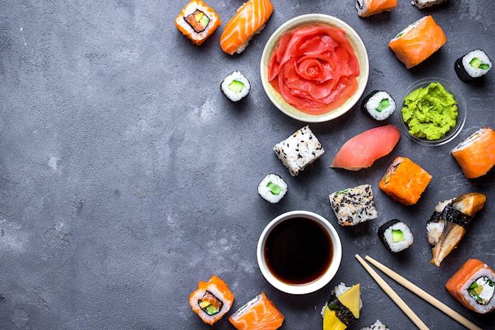 Velg mellom 12, 18 eller 34 biter nydelig sushi takeaway hos Fish Me