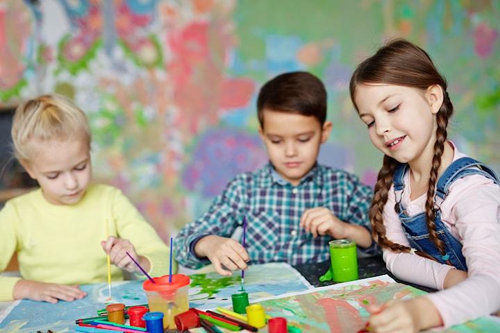 Inngang hos Sjøholmen Barnekunsthus, en perfekt familieaktivitet