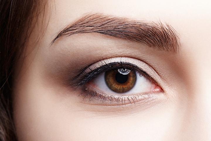Ögonlockslyft och skin tightening med plasma pen