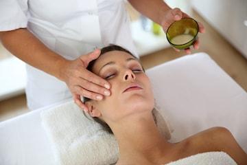 Lyxig ansiktsbehandling med massage hos Studio Exklusiv