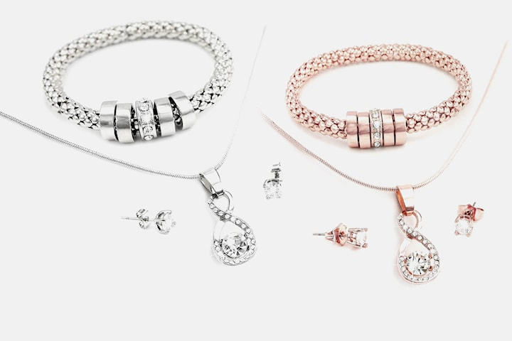 Smyckesset med Swarovski-kristaller