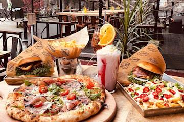 Valfri hamburgare eller pizza på Brödernas Södermalm
