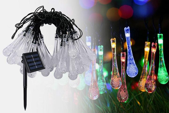 Solcellsdriven ljusslinga med droppformade LED-lampor