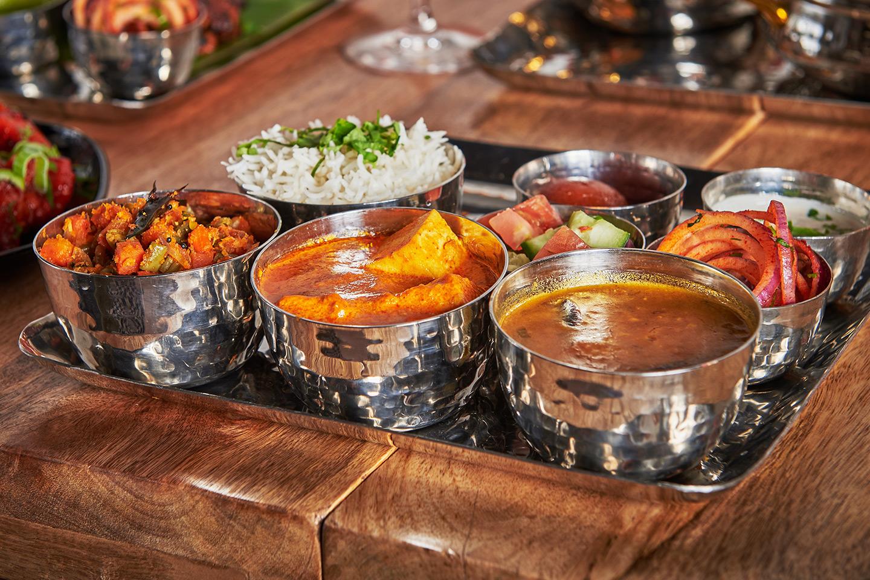 Valgfri hovedrett med nanbrød og tilbehør hos Made In India (1 av 15)