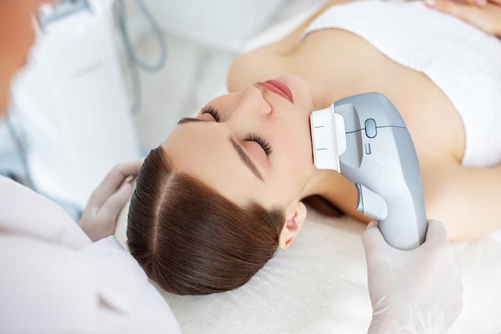 Ansiktslyft/hudåtstramning och fettreducering med HIFU 7D