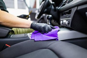 Invändig städ och sanering av bil hos Autorisma