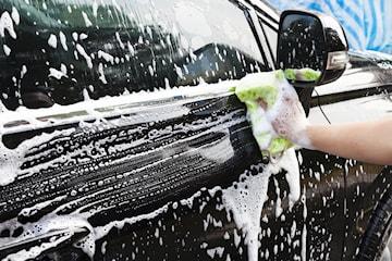 In- och utvändig biltvätt på Crown Cars