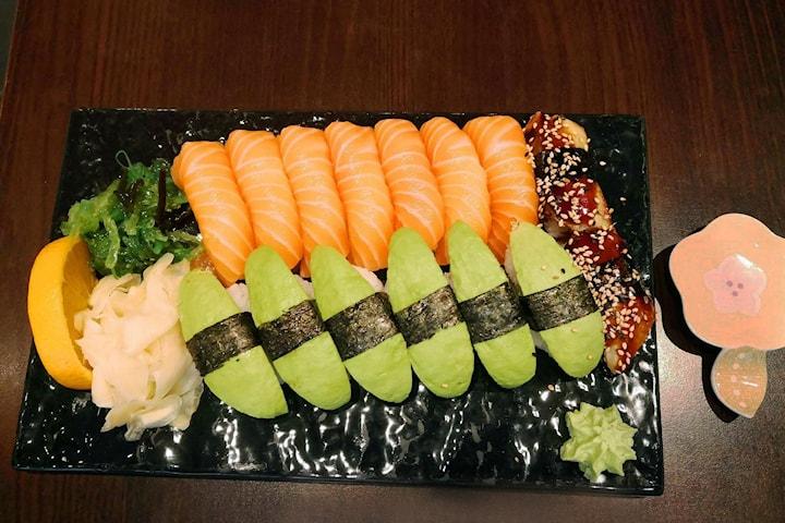 14 eller 30 bitar sushi på Yoyo Sushi, Östermalm