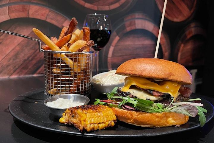 Middag 2-rätters inkl. dryck hos Country Burger och Steakhouse