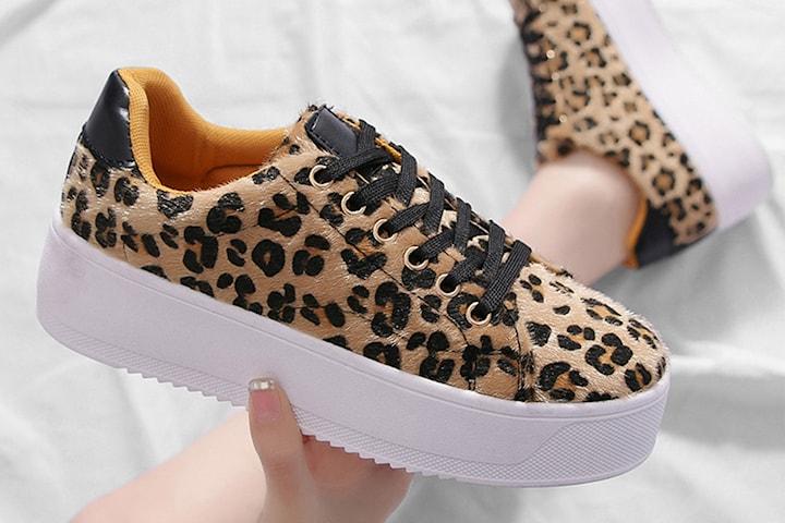 Leopardmønstret sko med platå